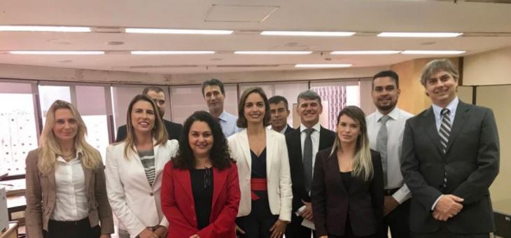 A partir da esquerda: as juízas federais Rosangela Lucia Martins (JEF da Subseção de Campos dos Goytacazes/RJ) e Aline Alves de Melo Miranda Araújo (Convocada em auxílio ao NPSC2), além de advogados e prepostos da FHE