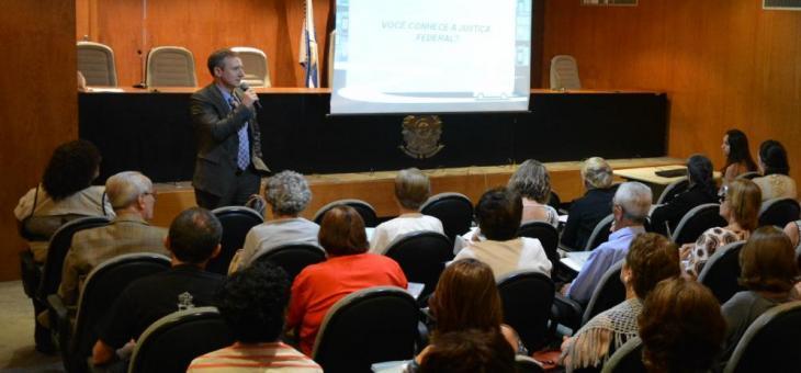 Juiz Federal Vladmir Vitovski fala para alunos da Univerti