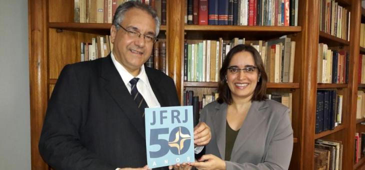 O presidente do TRF2, desembargador federal André Fontes, e a diretora do Foro da SJRJ, juíza federal Helena Elias Pinto no lançamento da logomarca