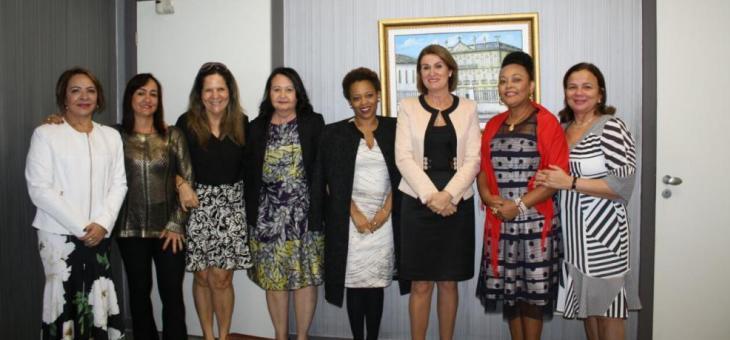 A juíza federal Adriana Cruz (5ª da esquerda para direita) representou a Justiça Federal da 2ª Região na reunião