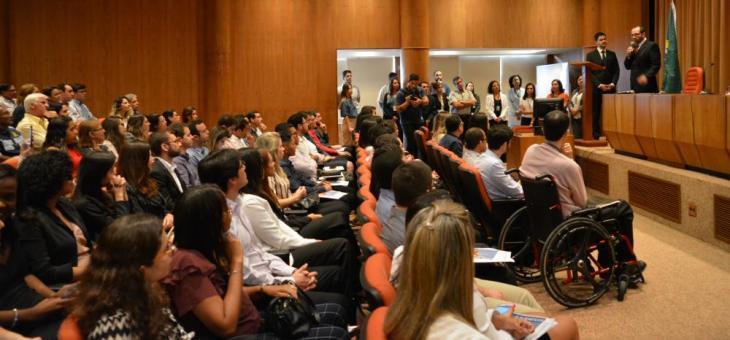 o diretor do Foro, juiz federal Osair Victor de Oliveira Júnior, em discurso aos novos servidores