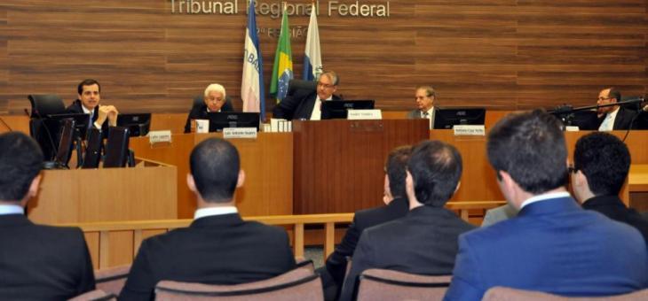 Na mesa, Guilherme Lugones, Luiz Antonio Soares, André Fontes, Antonio Cruz Netto e Osair Victor