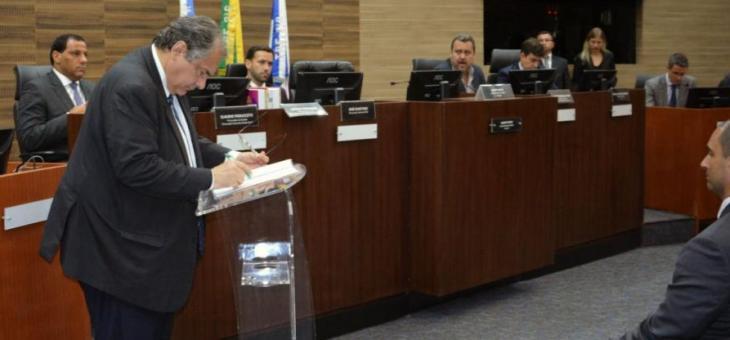 André Fontes assina o termo de cooperação técnica