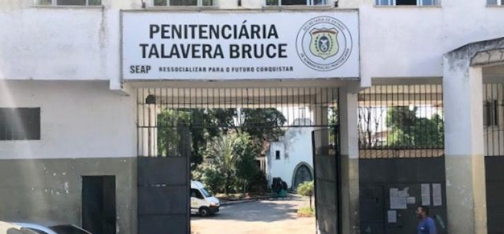 Portão de entrada da penitenciária