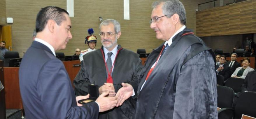 Thompson Flores recebe a Medalha do Mérito Judiciário do TRF2