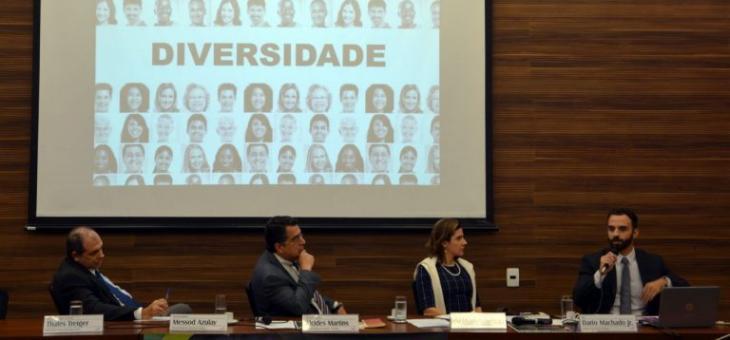 A partir da esquerda: desembargador Messod Azulay, desembargador Alcides Martins, juíza federal Débora Maliki e juiz federal Dario Machado Jr