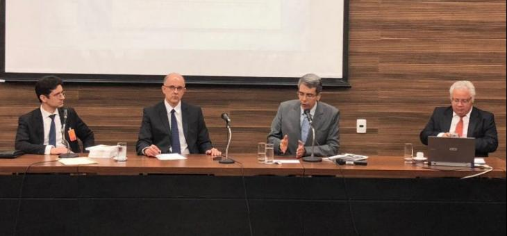 A partir da esquerda: Gustavo Sampaio, Ricardo Perlingeiro, Guilherme Calmon e Alberto Nogueira Junior