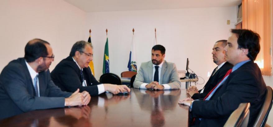 Presidente do TRF2 e diretor do Foro da SJRJ participam de reunião na sede da OAB em Volta Redonda