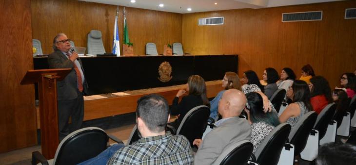 O vice-diretor do Foro, juiz federal Firly Nascimento Filho, fala aos servidores durante o evento no Fórum Federal da avenida Rio Branco