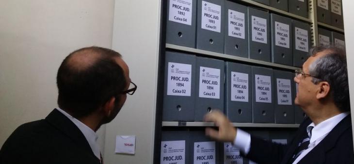 Osair Victor de Oliveira Junior e André Fontes visitam Arquivo Geral da SJRJ