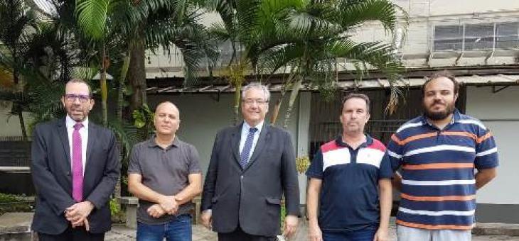 O diretor do Foro, Osair Victor de Oliveira Junior, e o presidente do TRF2, André Fontes, acompanhados dos servidores Diego Carlos Silva, Manuel Henrique e Lindimberg Brandão