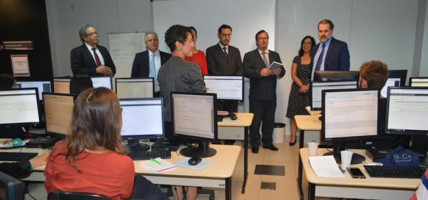 Presidente do STF visita a sala de treinamento e implantação do SEEU