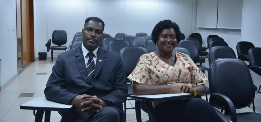 O servidor da JFRJ, Marco Antônio Almeida, e a advogada Giovana Mariano, uma das coordenadores do Justiça Negra.
