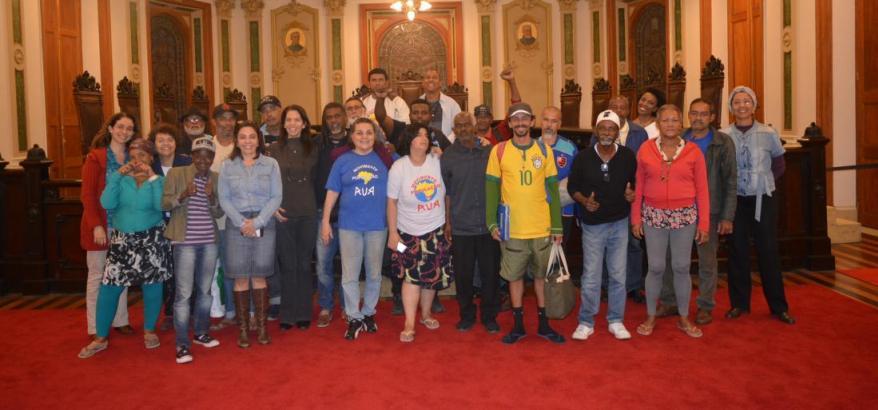 Participantes e equipe da JFRJ posam para a foto no Centro Cultural da Justiça Federal