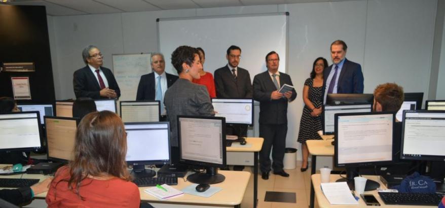 Presidente do STF visita sala de treinamento e implantação do SEUU