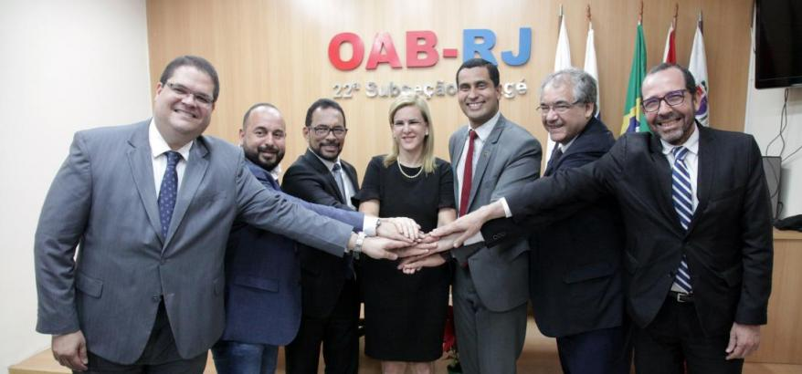Dr. Osair Victor, Dr. André Fontes e outras autoridades durante a solenidade de assinatura do termo
