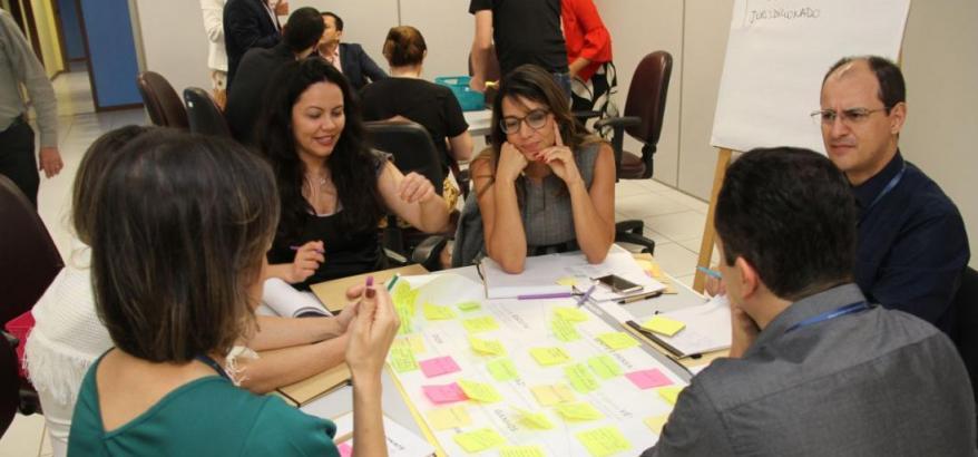 Realizadas no Laboratório de Inovação da SJES, as dinâmicas utilizaram a metodologia do Design Thinking. Para isso, os participantes contaram com o auxílio dos servidores que compõem o time de inovação da SJES.