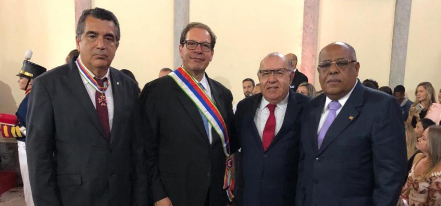 Presidente e desembargador do TRF2 recebem Ordem do Mérito Judiciário do Trabalho