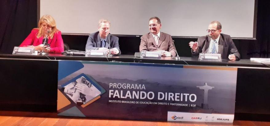 A partir da esquerda: Valéria Kiffer, Vladimir Vitovsky, Reynaldo Soares Fonseca e Osair Victor de Oliveira Junior
