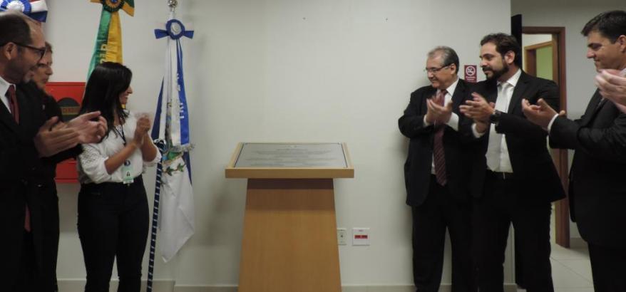 Magistrados e servidores participam da cerimônia em comemoração aos 20 anos de instalação da Vara Federal de Itaperuna.