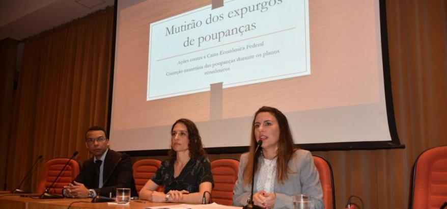Aline Miranda (à direita) fez exposição sobre o mutirão