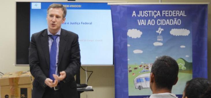 """O juiz federal Dr. Vladmir Vitovsky, coordenador do curso """"Capacitação em Cidadania e Justiça Federal"""", realizado no Foro Regional de Campo Grande"""
