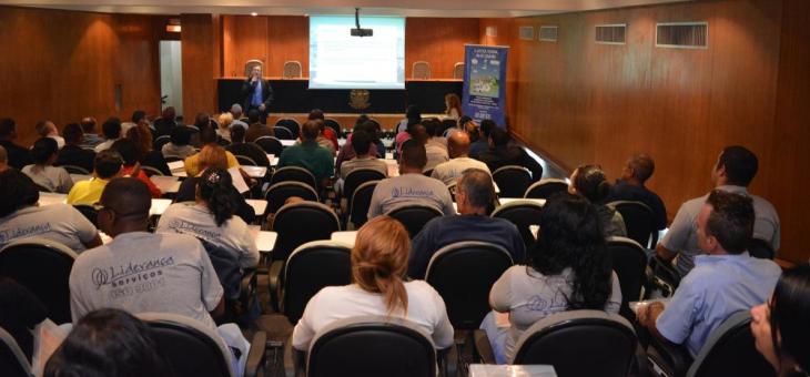 Trabalhadores terceirizados lotam auditório para assistir curso sobre questões previdenciárias