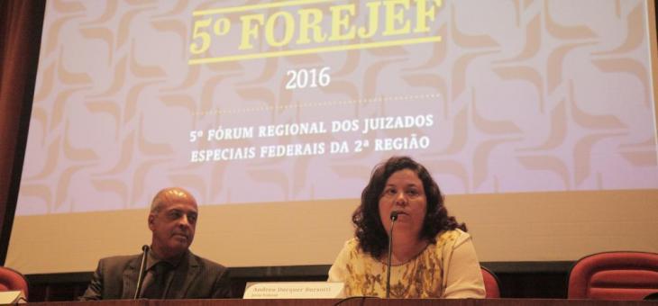 O juiz federal Renato Pessanha, diretor do Foro da JFRJ e a juiza federal Andréa Darquer Barsotti, coordenadora científica do FOREJEF