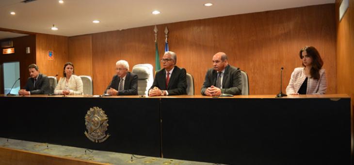 A partir da esquerda: Amilton da Silva Cabral, Aline Miranda, Luiz Antonio Soares, Roberto Meira de Almeida Barreto, Eugen Smarandescu Filho e Marcella Brandão