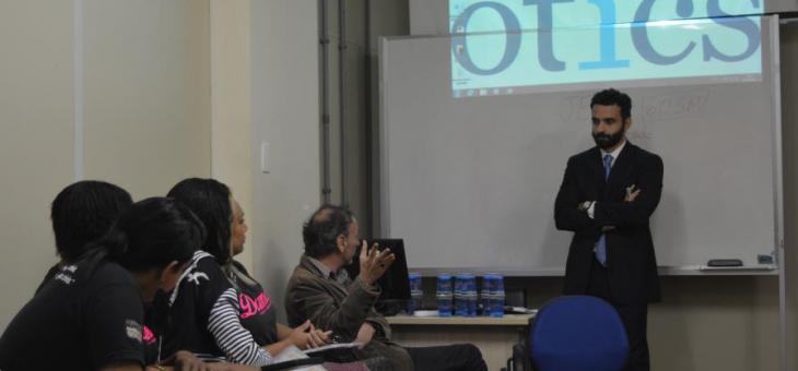 JFRJ: magistrados e servidores fazem palestra para travestis e transexuais do Projeto Damas
