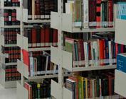 Estantes com livros