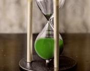 Ampulheta com areia caindo (verde)