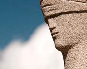 Rosto da estátua da Justiça no STF