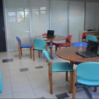 Laboratório de inovação conta com computadores e material lúdico